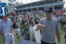 Joel Dahmen's caddie does One Chip Challenge at THE PLAYERS 2019